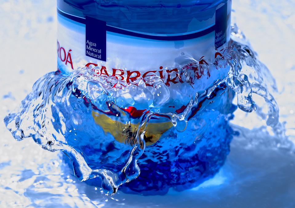 """Agua <a href=""""http://cabreiroa.es/"""">Cabreiroá</a>"""