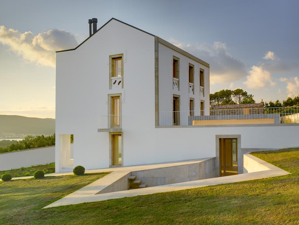 "Casa A Redonda. <a href=""http://www.creusecarrasco.com/index.php?d=oBRAcONSTRUIDA/CasaEnRedonda12"">Creus y Carrasco.</a>"