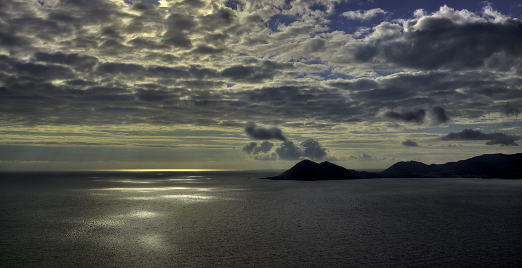 """<a href=""""http://gl.wikipedia.org/wiki/Monte_Pindo"""">Monte Louro</a>"""