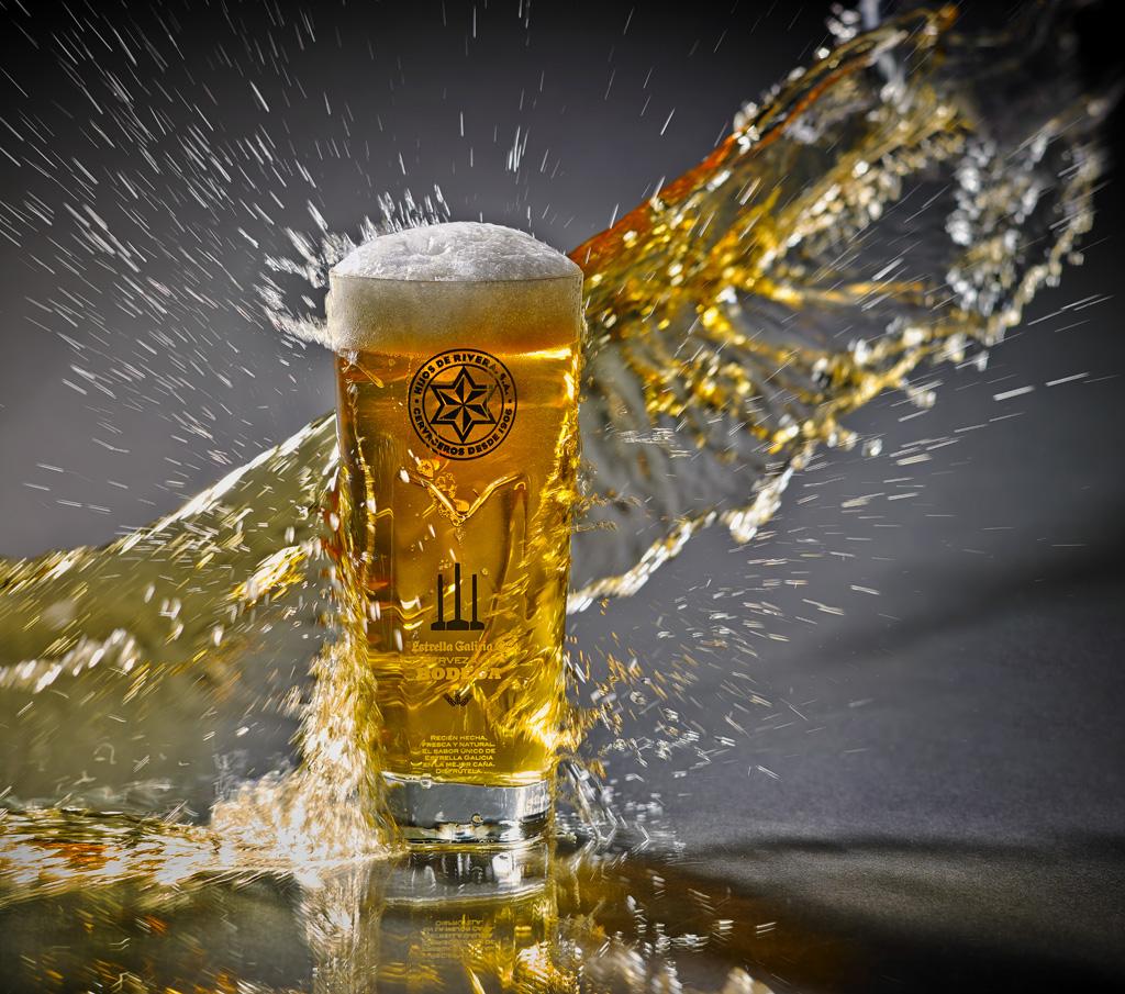 "Splash <a href=""http://www.corporacionhijosderivera.com/estrella_galicia.php"">Estrella de Galicia</a>"